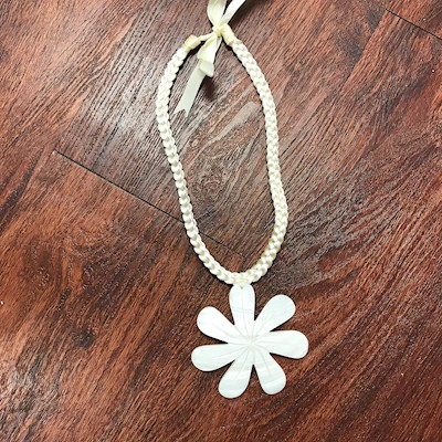 "3"" WHITE MOTHER OF PEARL TIARE NECKLACE"