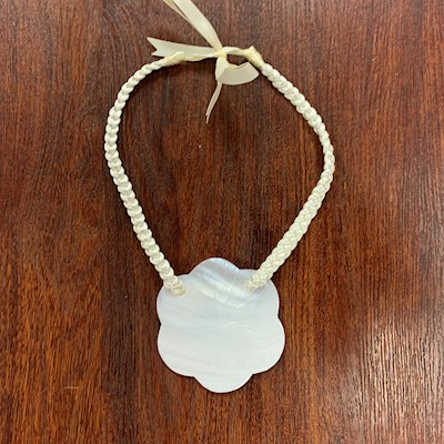 "3"" MOTHER OF PEARL FLOWER NECKLACE"