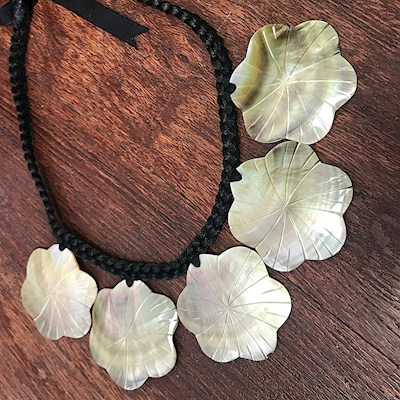 5 FLOWER MOTHER OF PEARL NECKLACE