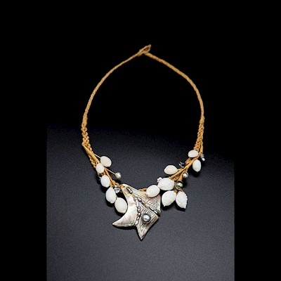 TAHITIAN JEWELRY: MOTHER OF PEARL AND KESHI SHELL NECKLACE